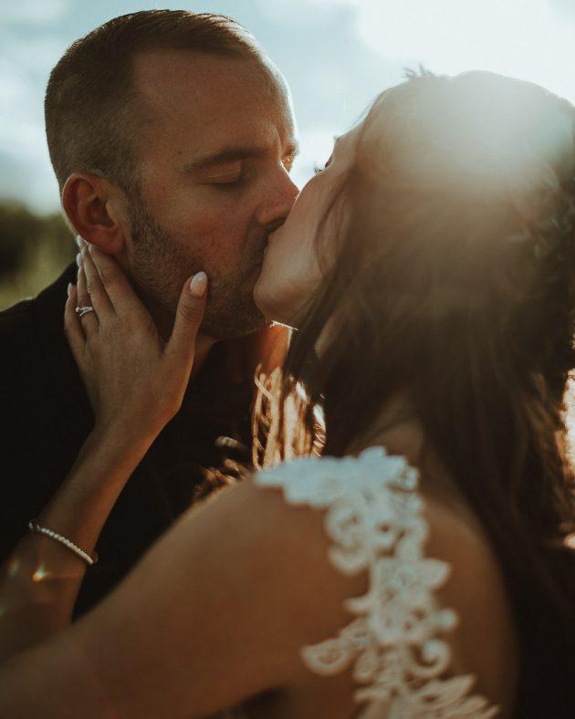 Pose romantique, mariage intime, Geneviève Roy Photographie